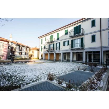 Area commerciale in Molteno con box e posto auto (Lotto 002)