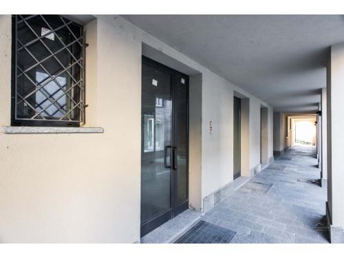 Area commerciale e box in Garbagnate Monastero (Lotto 001)