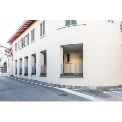 Area commerciale e box doppio in Garbagnate Monastero (Lotto 002)