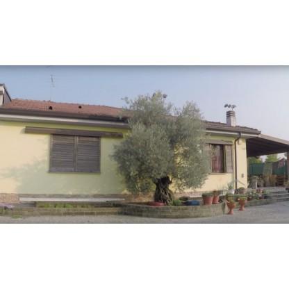 Lotto UNICO: appartamento e laboratorio in Costa Masnaga
