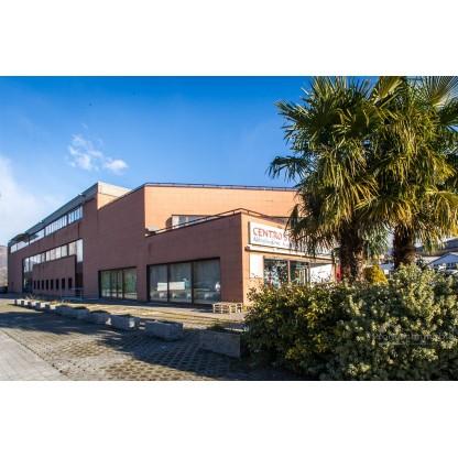 Locali commerciali con terrazzo in Dolzago sub 40 (Lotto 14)