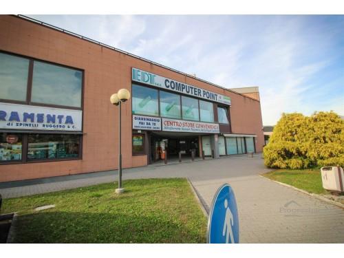 Locali commerciali con magazzino in Dolzago sub 39 e 52 (Lotto 16)