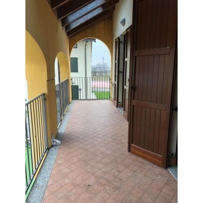 Appartamento e posti auto nel comune di Villanova del Sillaro (LO)