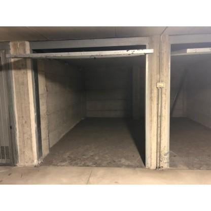 Box in Lecco via Fratelli Bandiera - Residenza il Portico (sub 800)