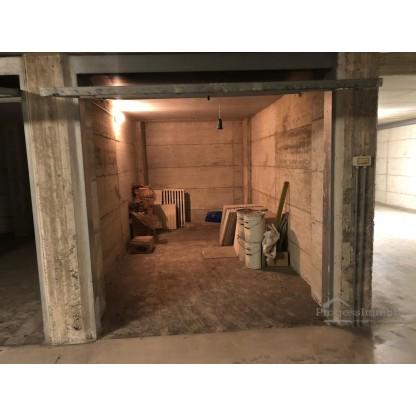 Box in Lecco via Fratelli Bandiera - Residenza il Portico (sub 801)
