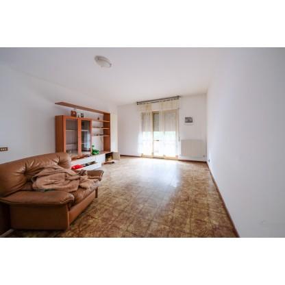 Appartamento, unità commerciale e capannone