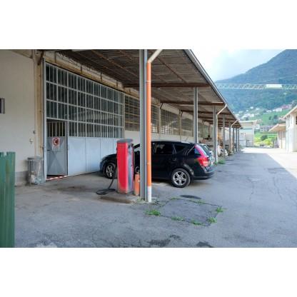 Lotto unico: capannoni. area edificabile, appartamenti